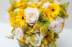 Lovely-Bright-Yellow-Wedding-in-Pittsburgh-Images-by-Alison-Mish-Photography-Via-Modernly-Wed-12