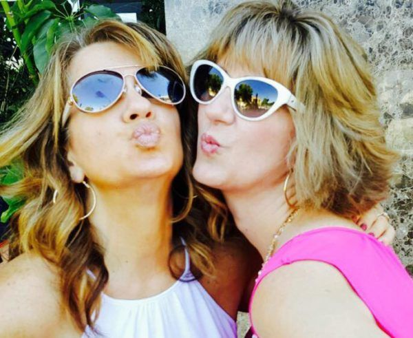 colleen and sister lisa giving kissy faces