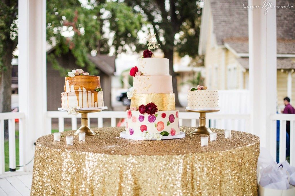 Carlos & Daniella Cake Table