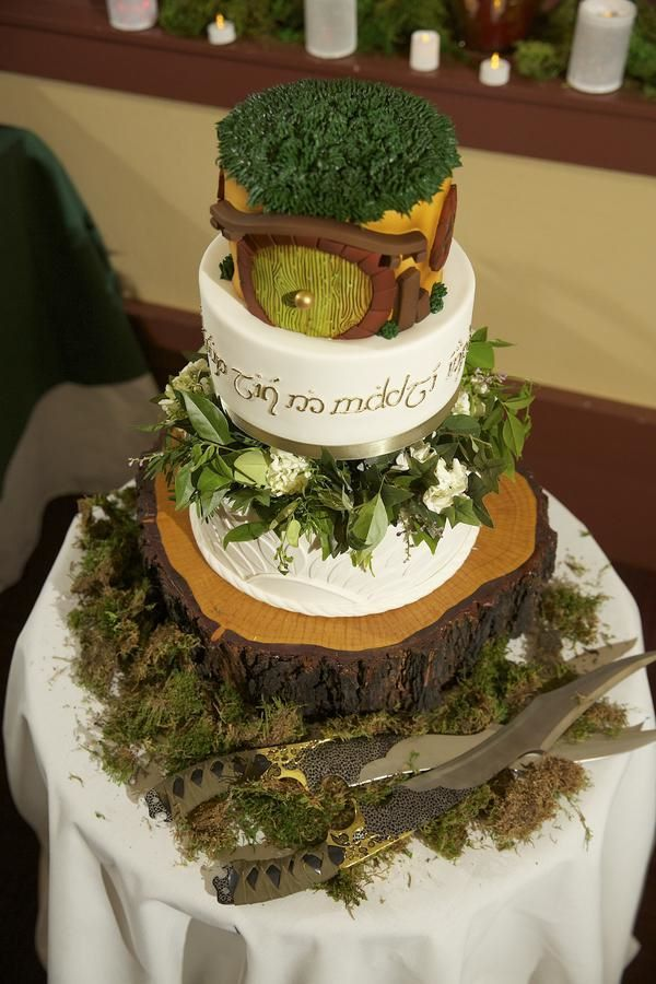 lord of the rings themed wedding cakes middle earth inspired wedding godmother friday 16936