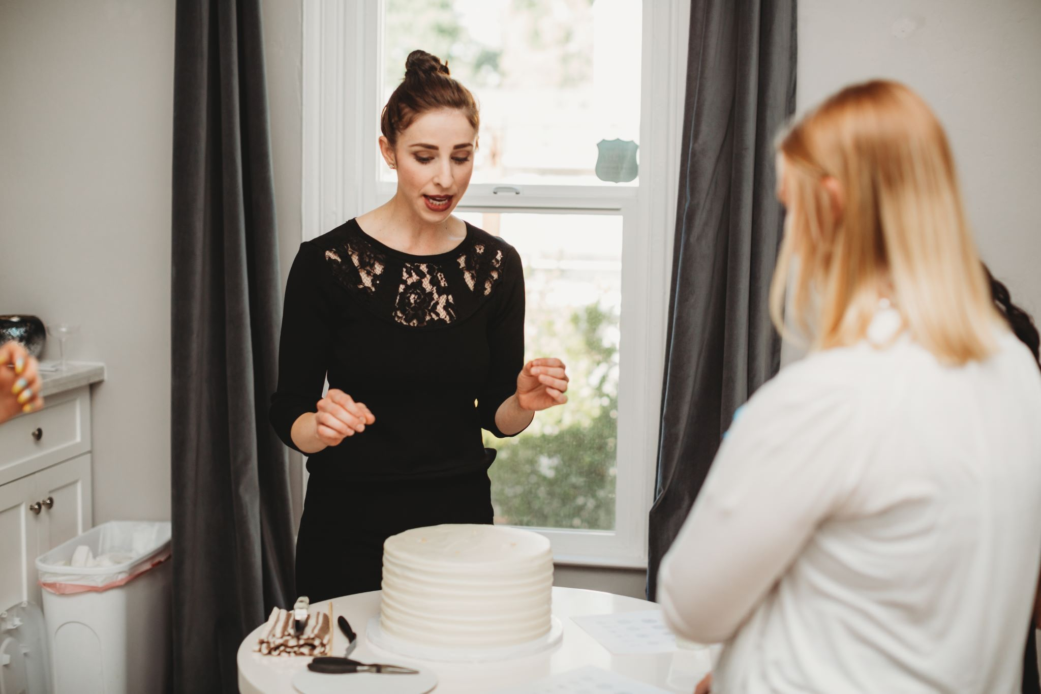 ghiladolci bakery courtney denny show us how to properly cut a wedding cake
